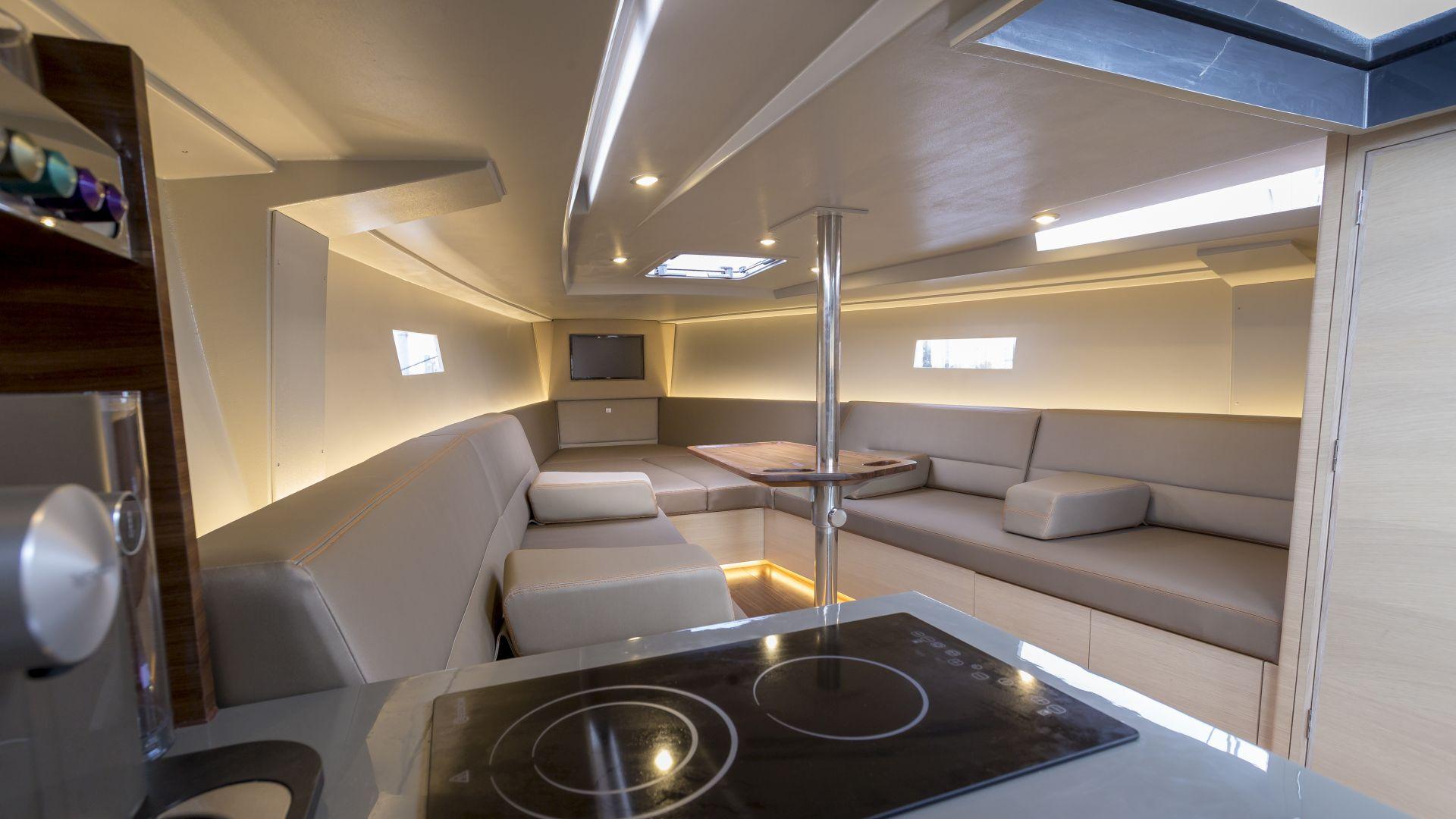 Saffier SE 37 Lounge | Moderner, luxuriöser Daysailer